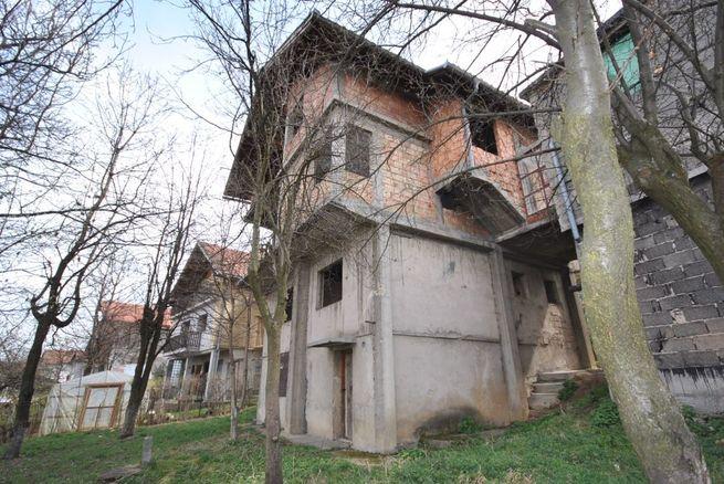 Prodajem kucu i plac-zemljiste u SARAJEVU